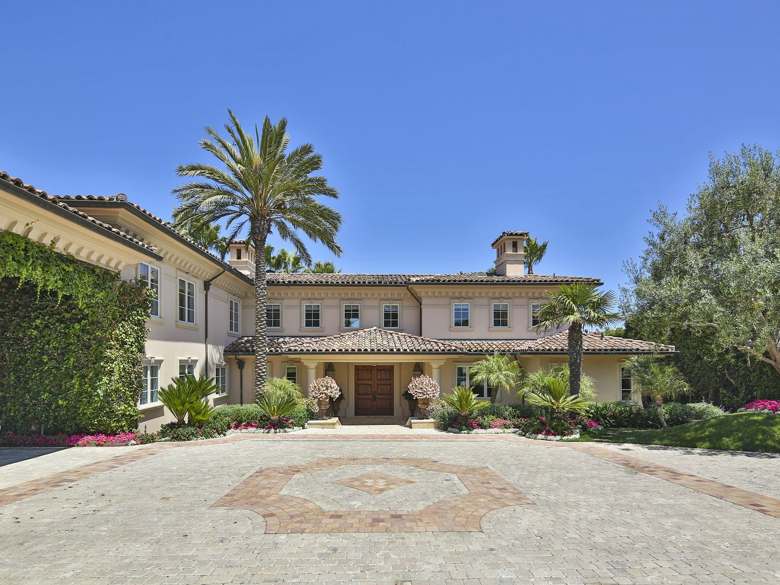 Exceptional European Style Villa, Malibu CA Single Family Home - Los Angeles Real Estate