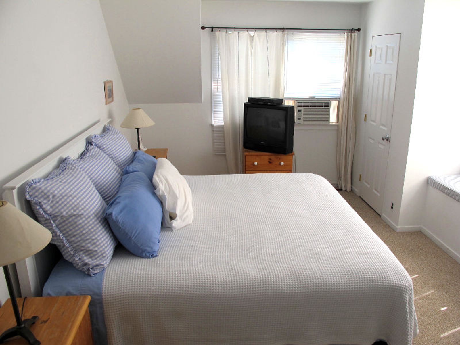 Convenient To Town And Ocean Beaches