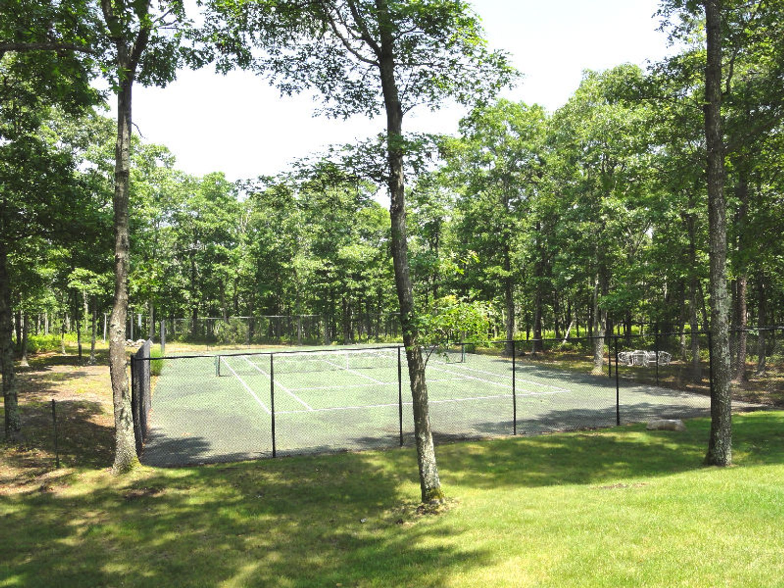 Pool And Tennis In Wainscott
