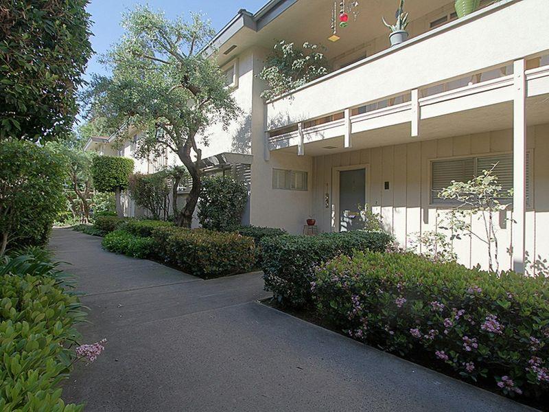 1066 San Pasqual Street Unit 2