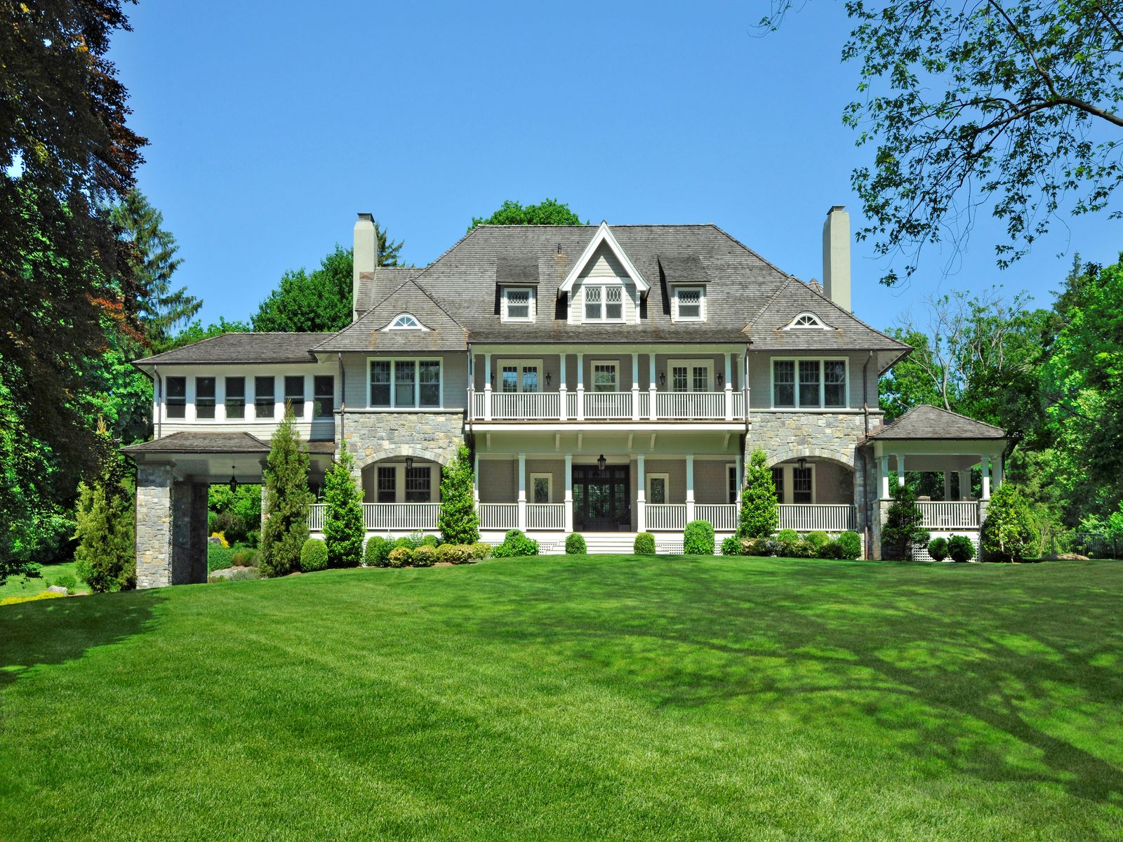 Enchanting estate on an in town lane greenwich ct single for Luxury homes for sale in greenwich ct