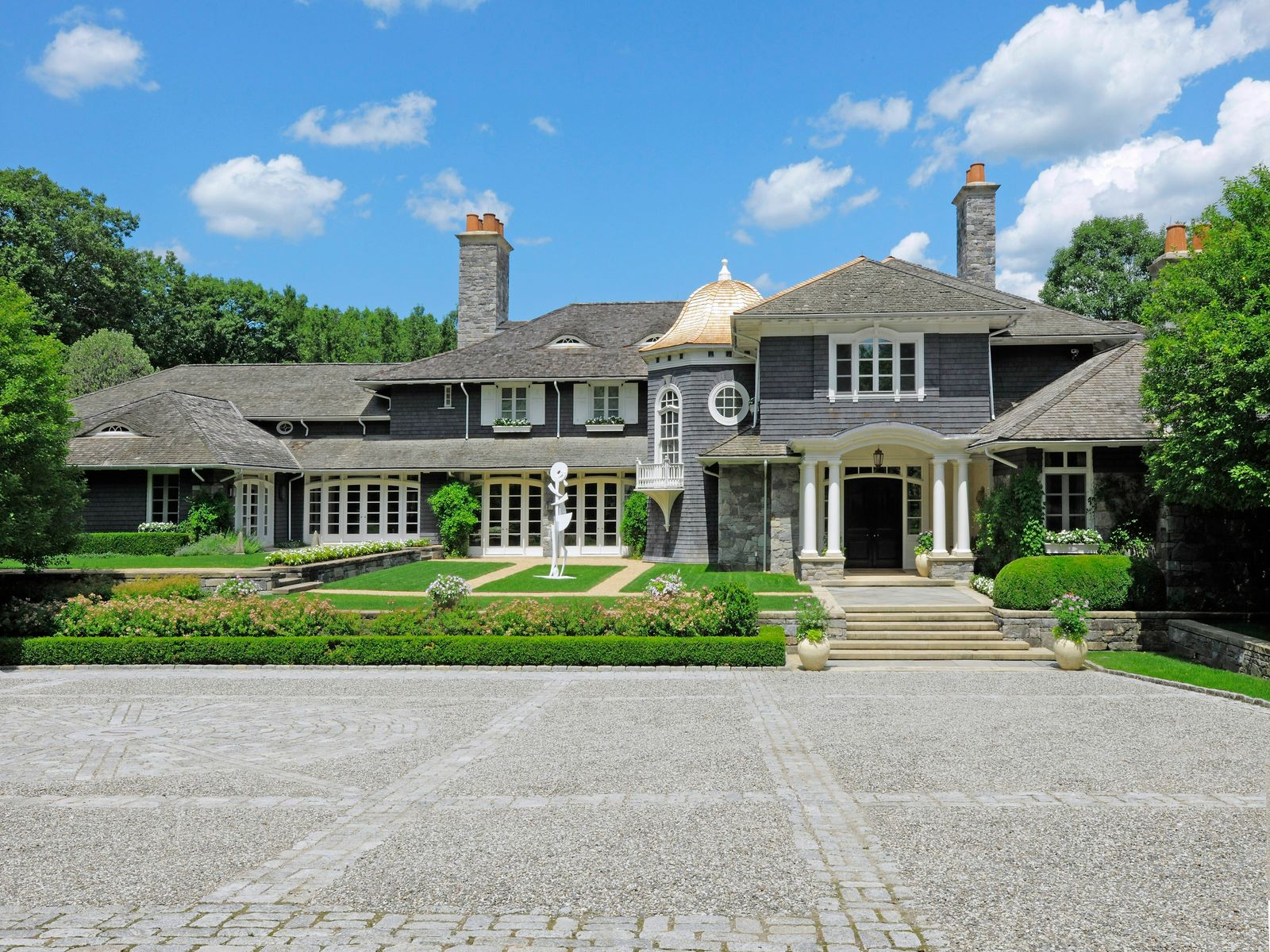 Modern Classic in Conyers Farm, Greenwich CT Single Family Home - Greenwich Real Estate