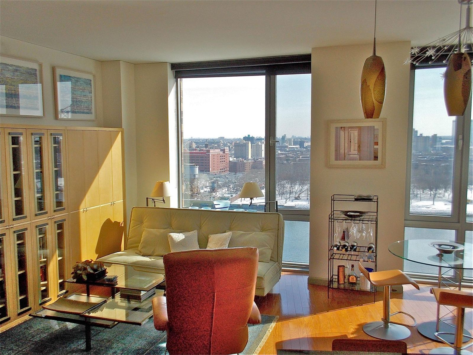 Grand Corner Penthouse on the River