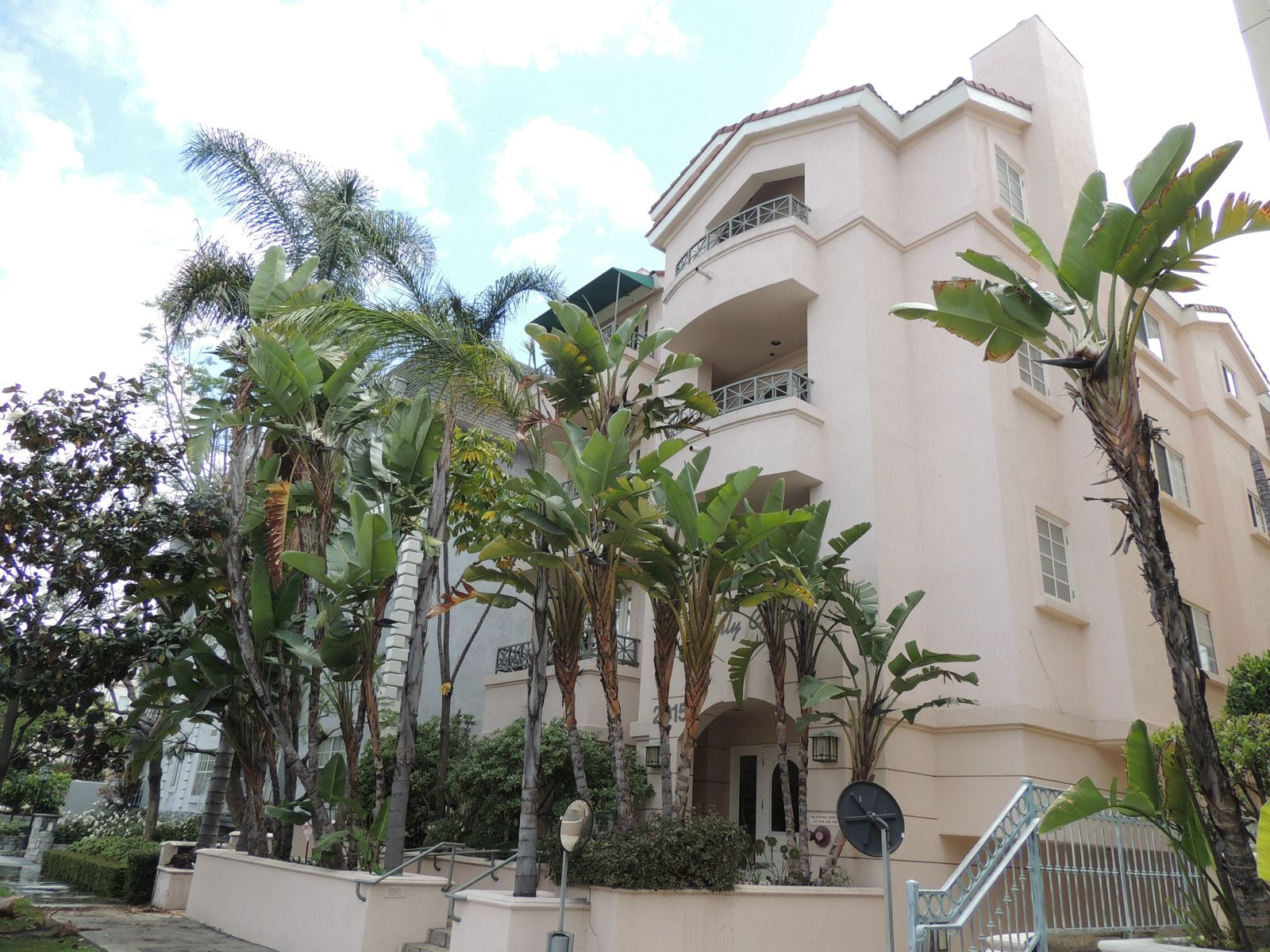 2015 South Beverly Glen, Los Angeles CA Condominium - Los Angeles Real Estate