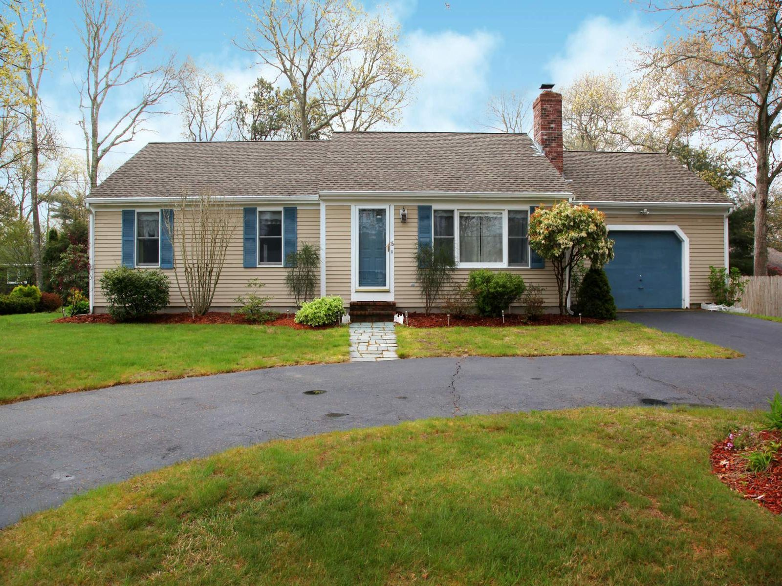 Sweet Ranch with Many Amenities, Falmouth MA Single Family Home - Cape Cod Real Estate