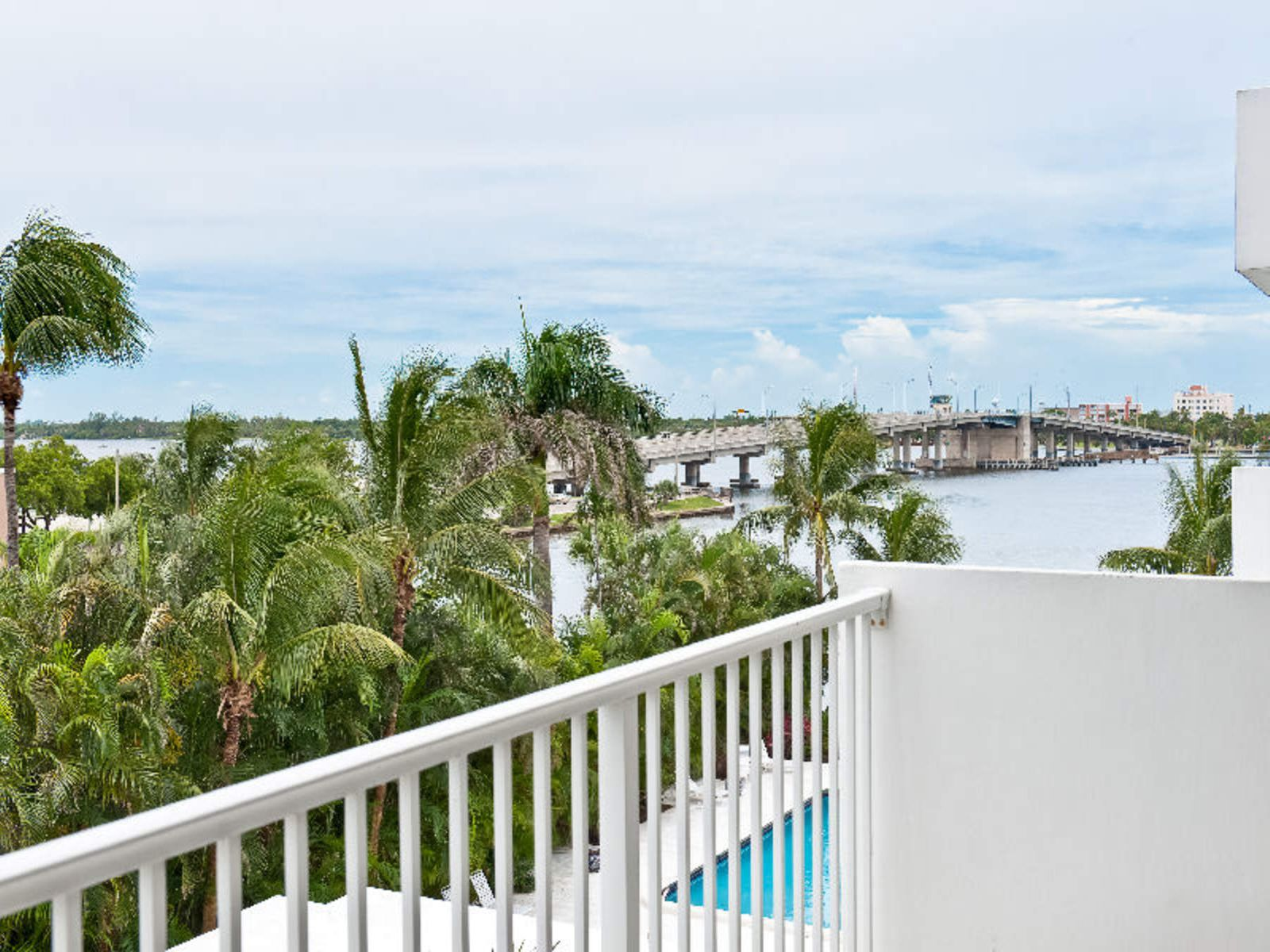 La Palma , Palm Beach FL Condominium - Palm Beach Real Estate