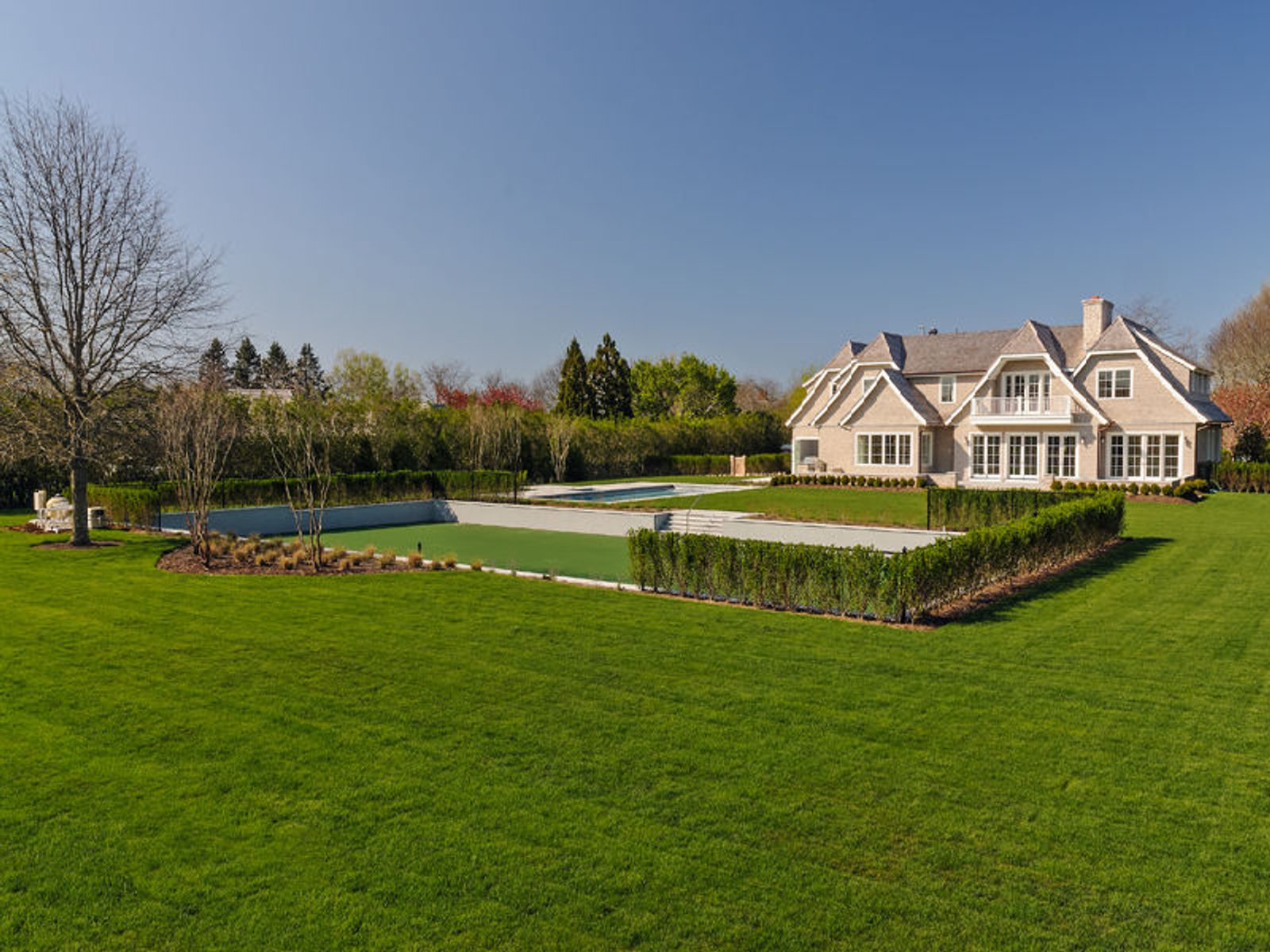 Exceptional New Estate, 2 Blocks to