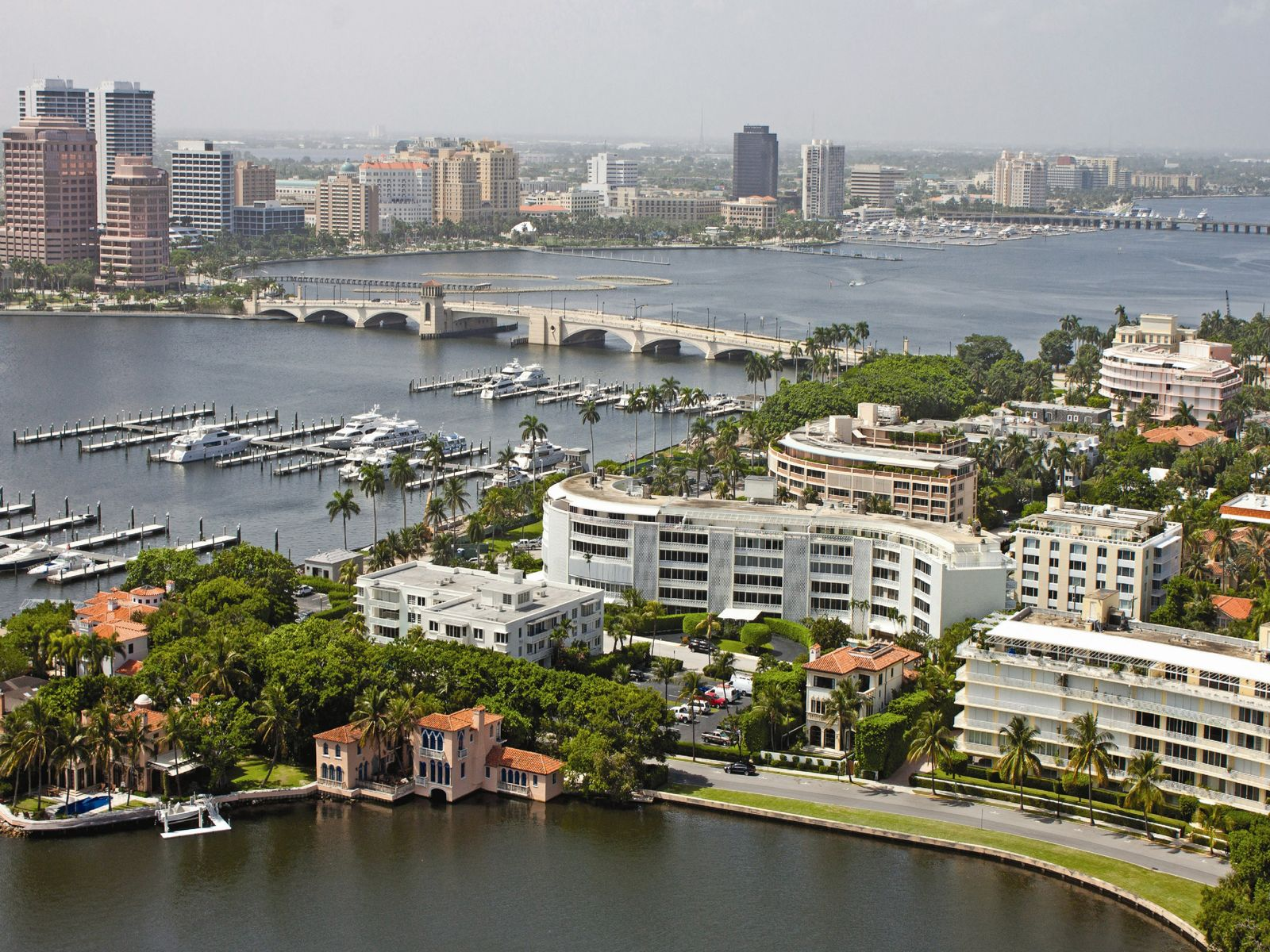 Intracoastal Building Near Worth Avenue, Palm Beach FL Condominium - Palm Beach Real Estate