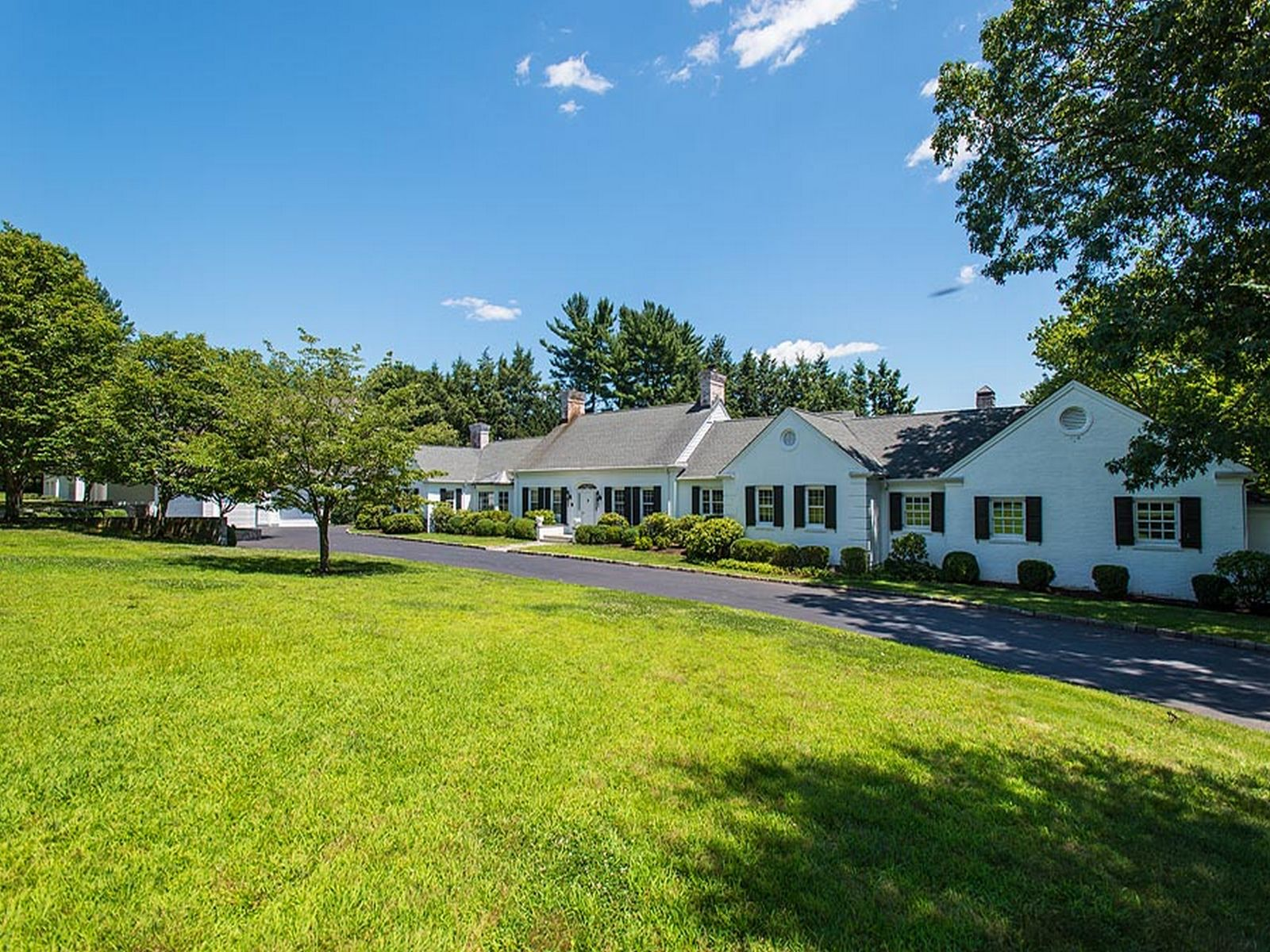 Meadowcroft lane the ultimate address greenwich ct for Luxury homes for sale in greenwich ct