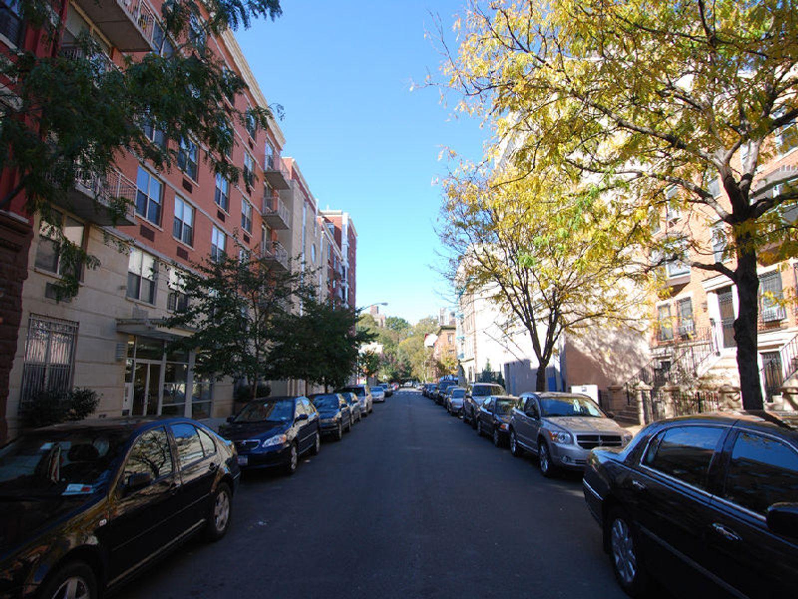 310 West 120th Street, PH8A