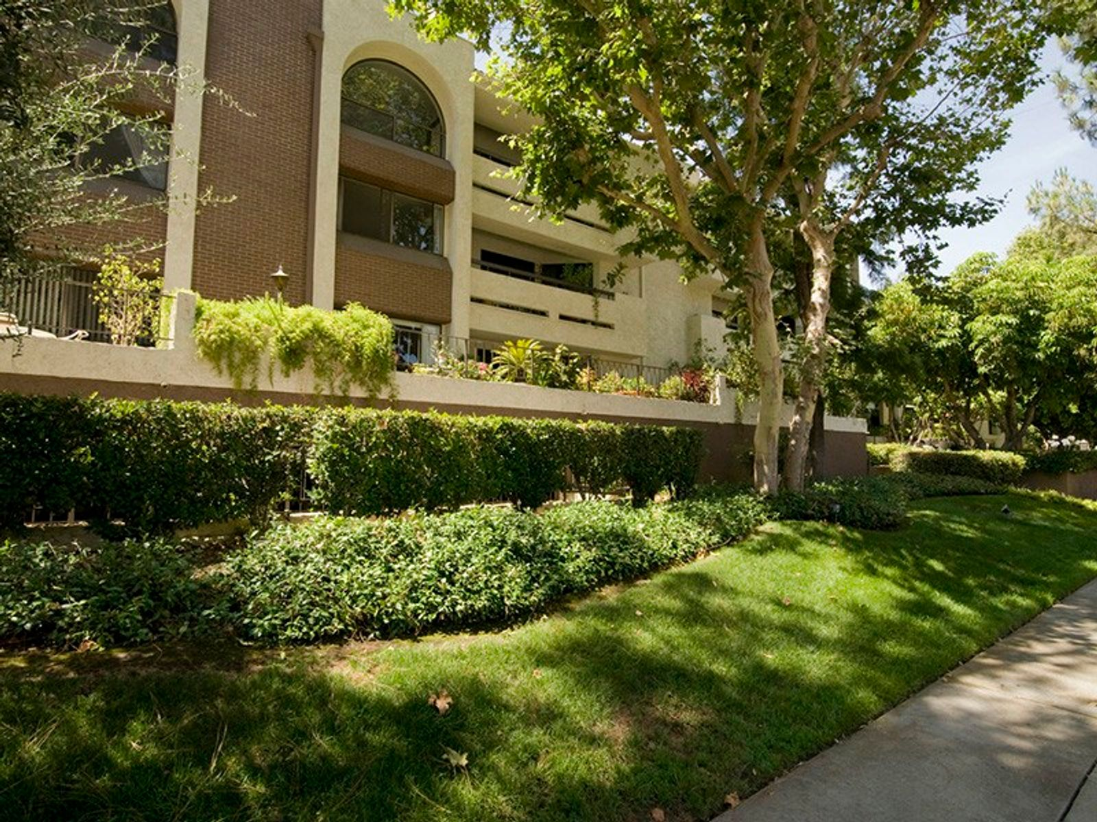 Warner Center Area, Woodland Hills CA Condominium - Los Angeles Real Estate
