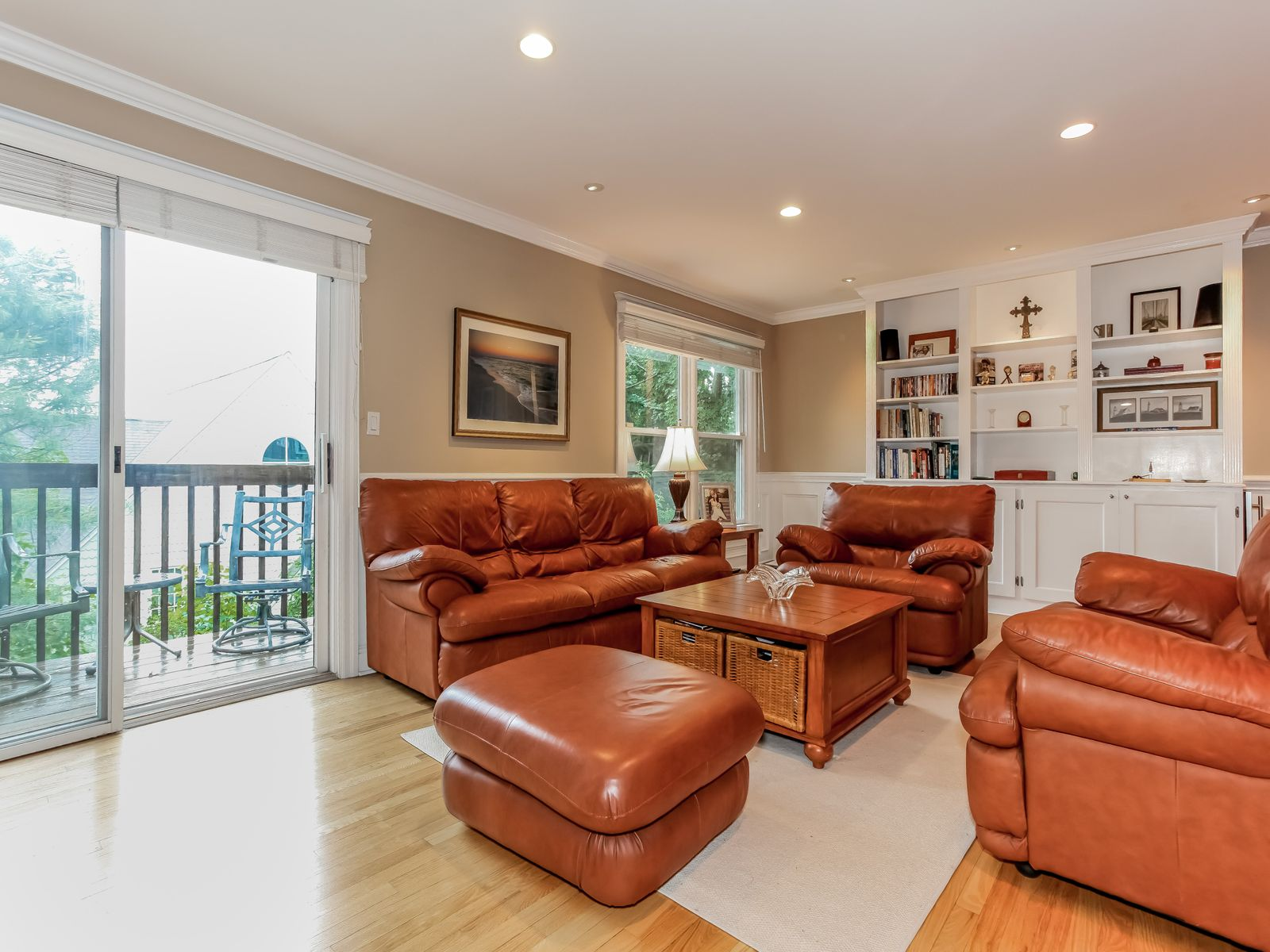 Immaculate Field Point Townhouse