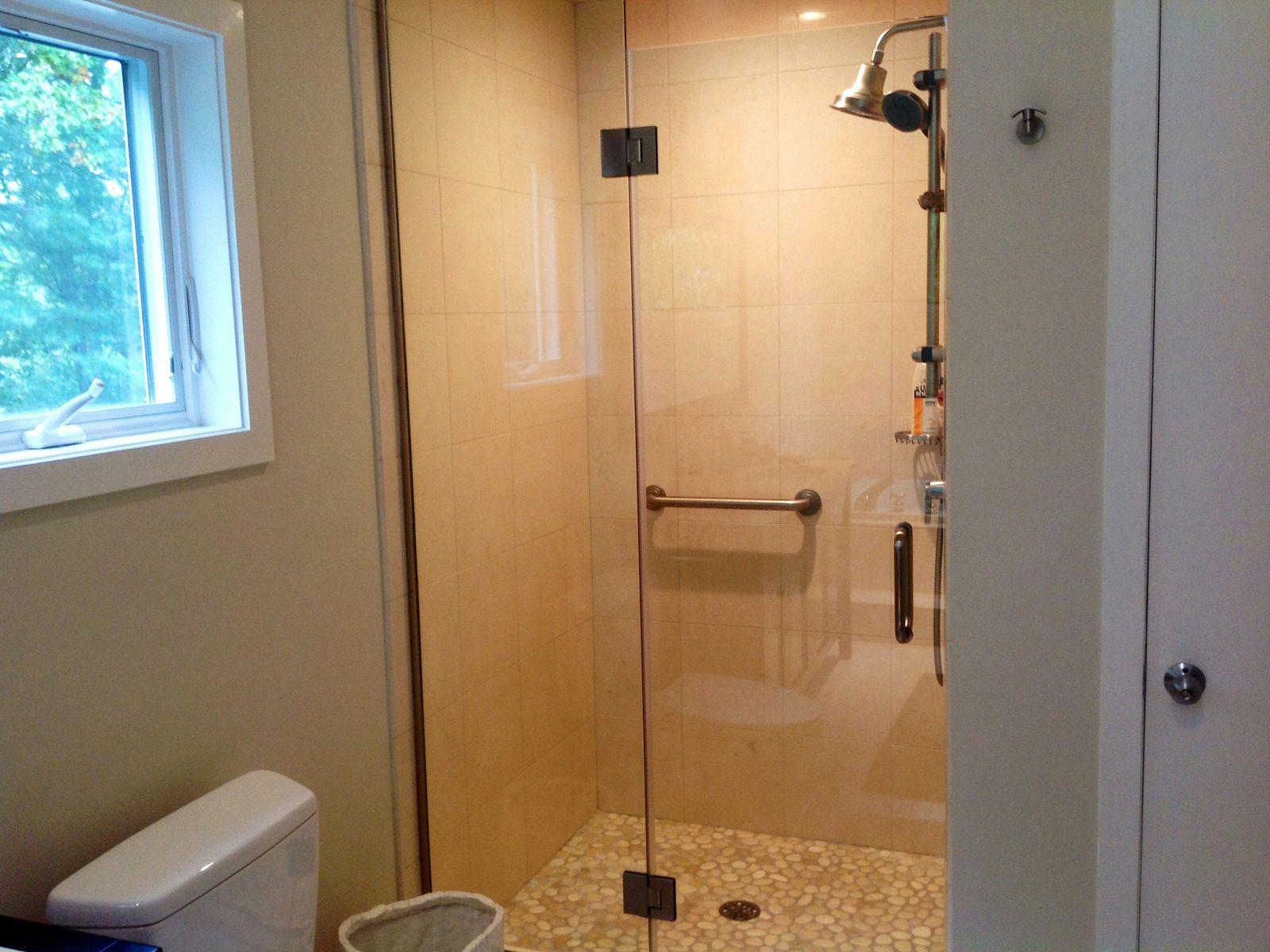 Pebble surface shower