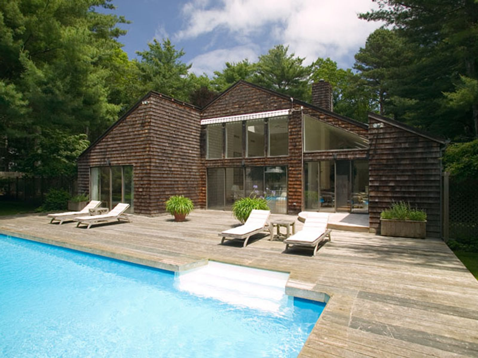 Picture Perfect and Conveniently Located, East Hampton NY Single Family Home - Hamptons Real Estate