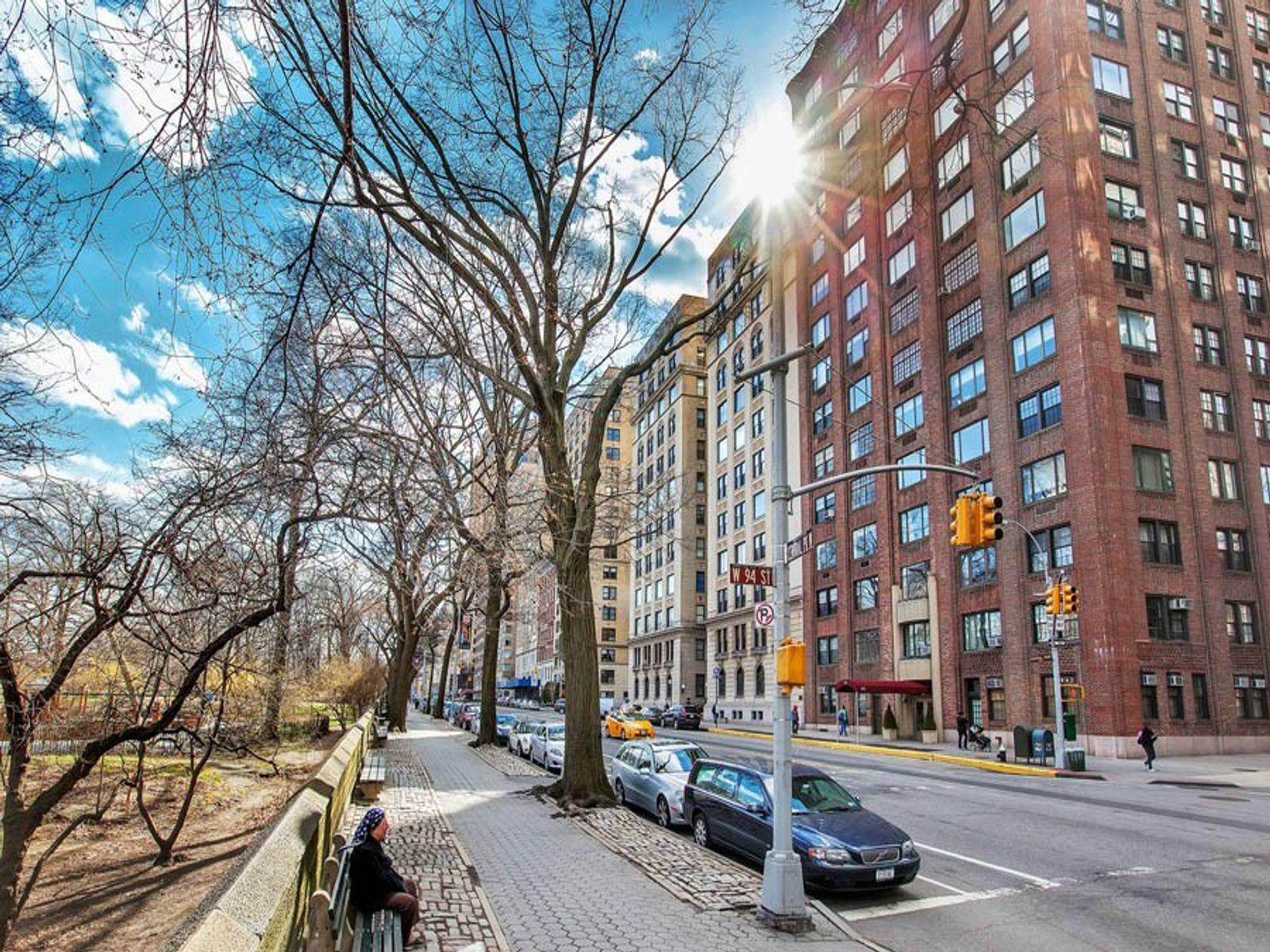 336 Central Park West, 14B