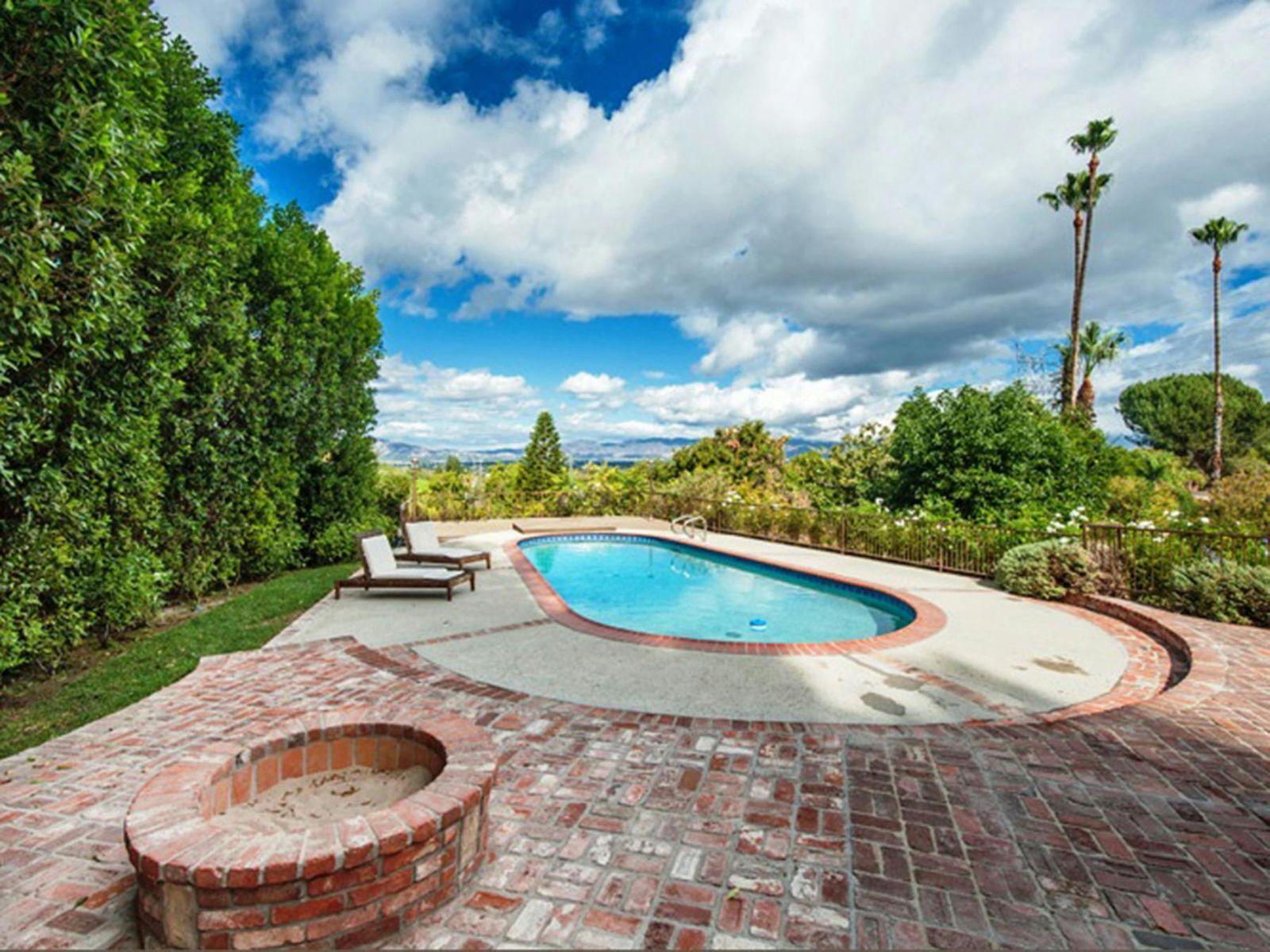 Beautiful Tarzana Celebrity Estate