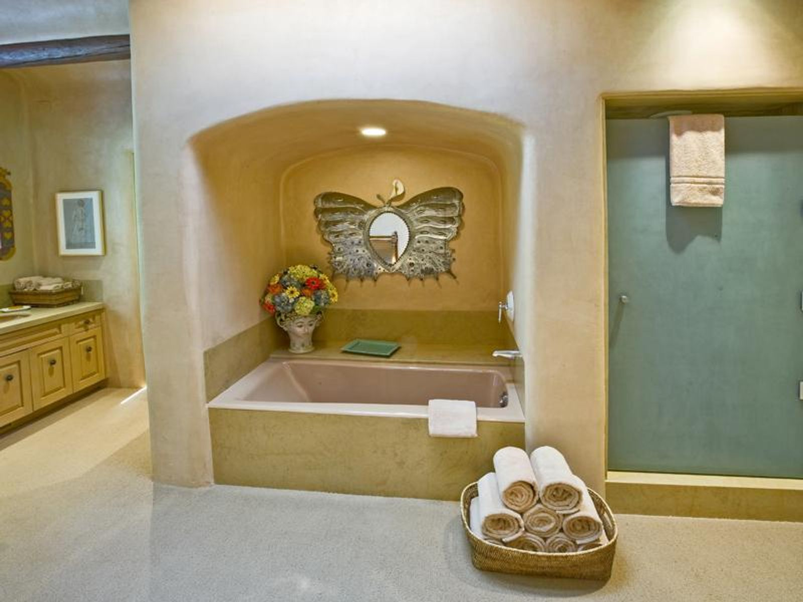 A sunken tub, a vanity with abundant cabinets ...