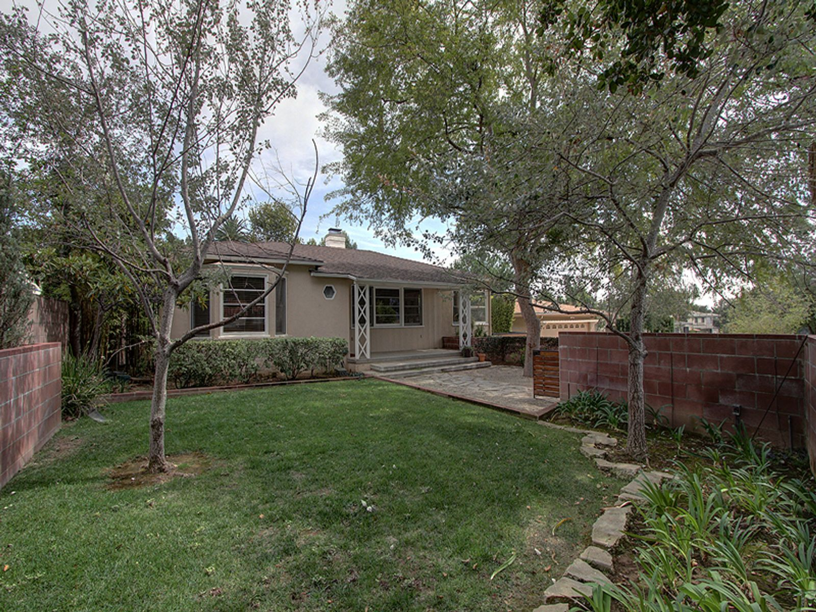 Spacious Traditional, Pasadena CA Single Family Home - Pasadena Real Estate