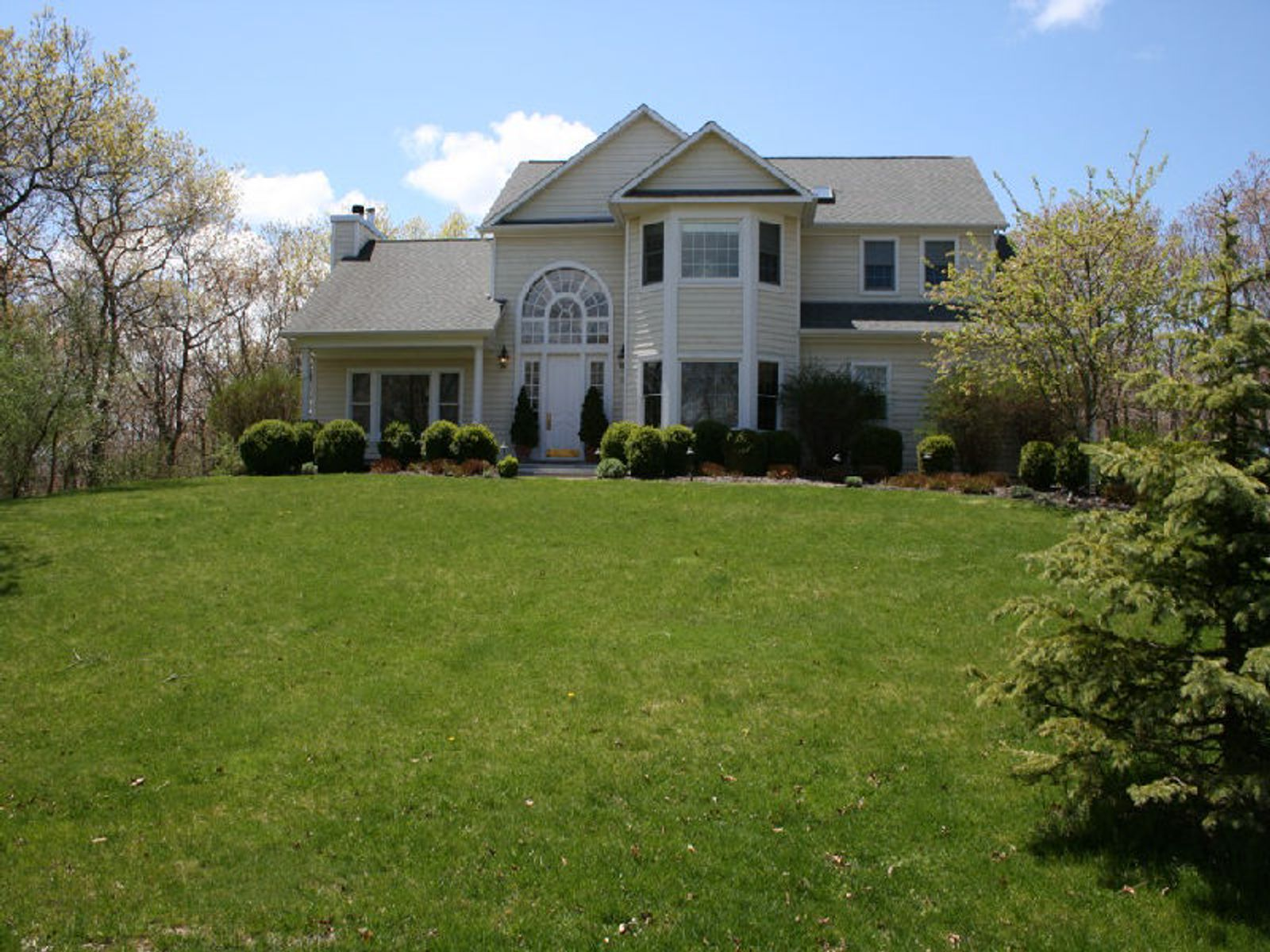 Elegant Retreat Southampton, Southampton NY Single Family Home - Hamptons Real Estate