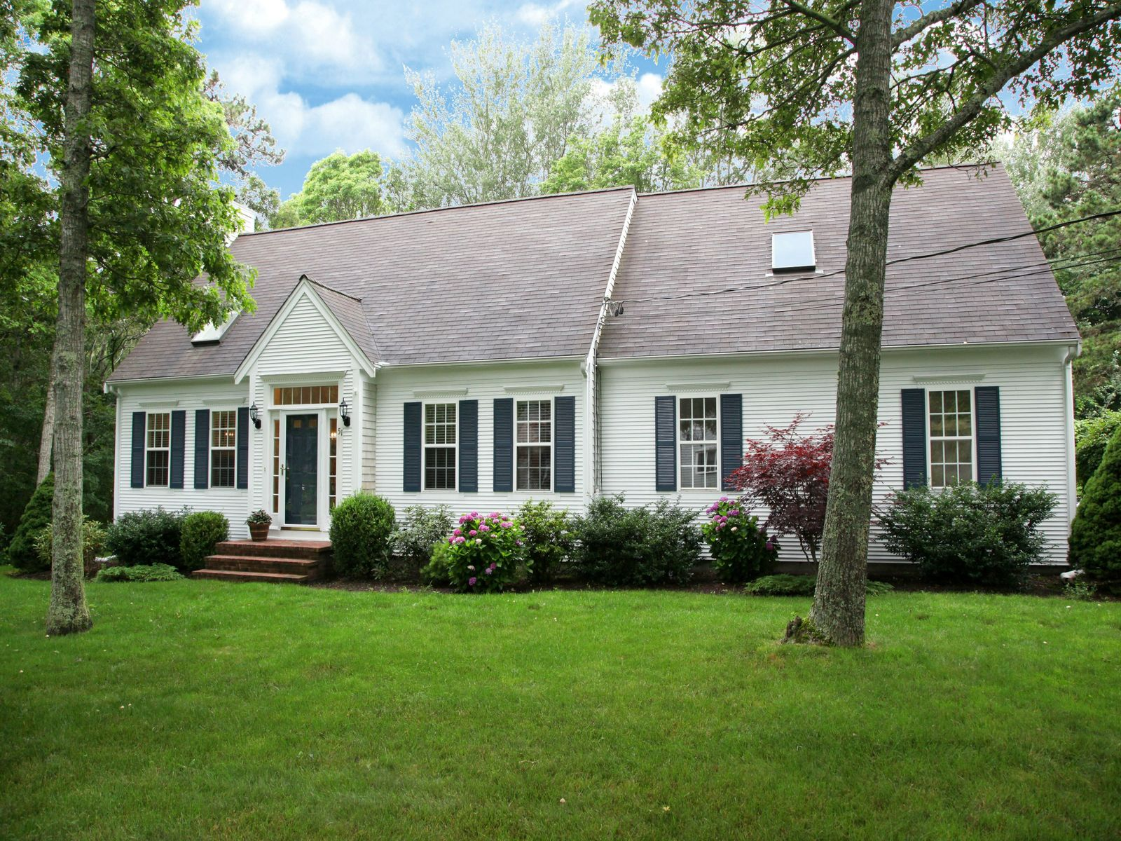 Charming cape cod style home west hyannisport ma single for Cape cod beach homes for sale