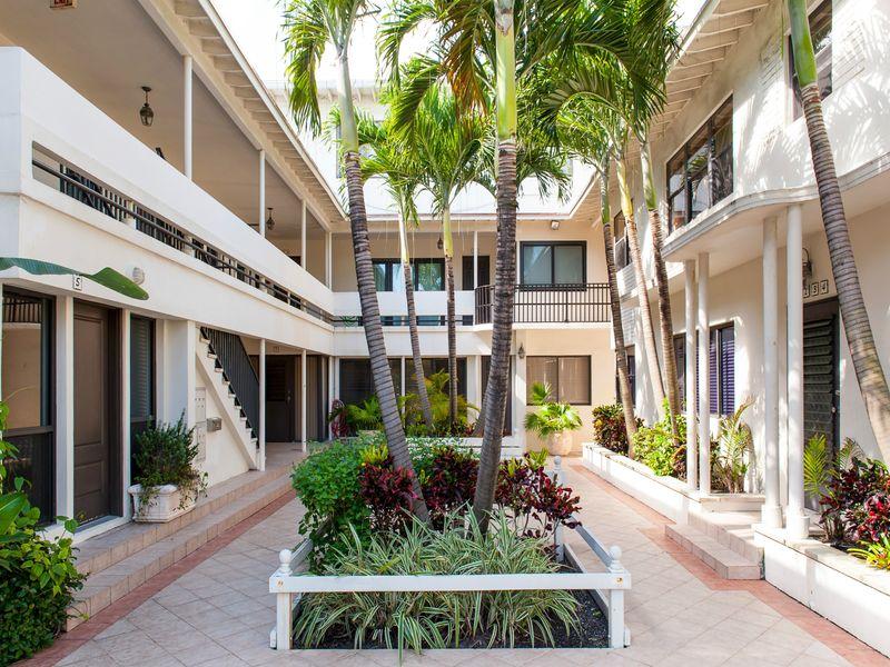 Peruvian Ave, Palm Beach