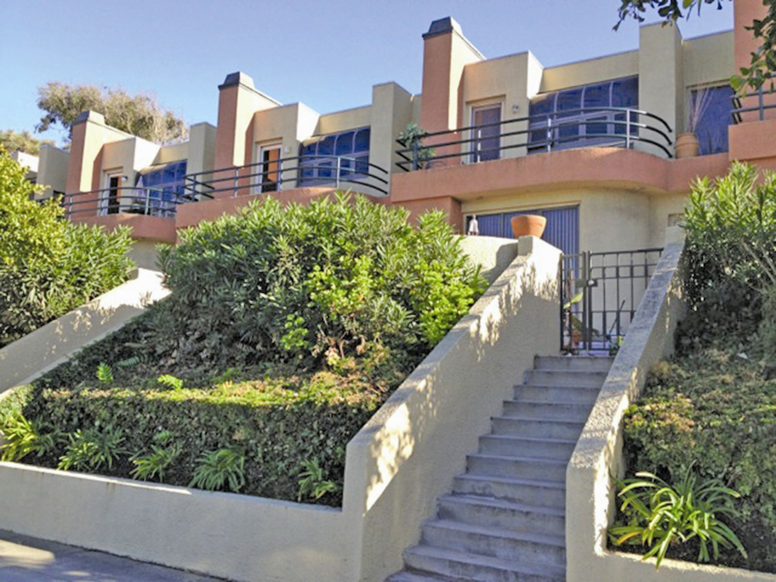 Spacious Tri-level Front-facing Townhome, Playa Del Rey CA Townhouse - Los Angeles Real Estate