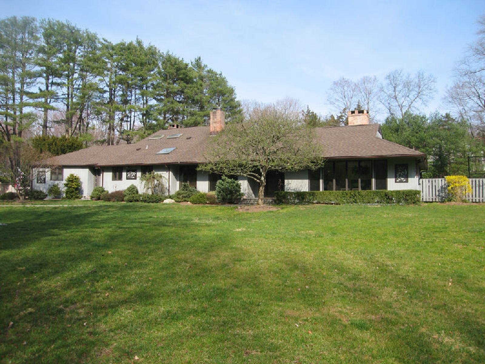 Resort Living In Greenwich , Greenwich CT Single Family Home - Greenwich Real Estate
