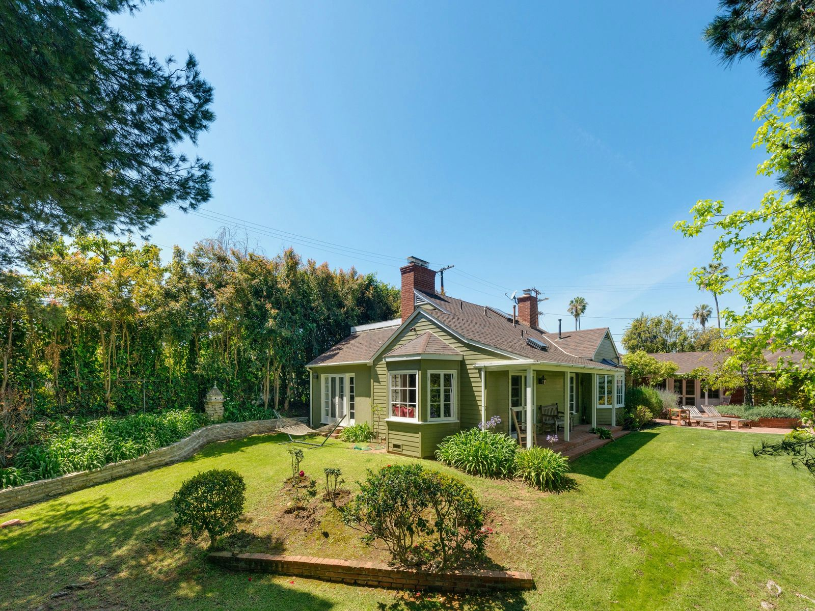 Charming Gracious Traditional, Pacific Palisades CA Single Family Home - Los Angeles Real Estate
