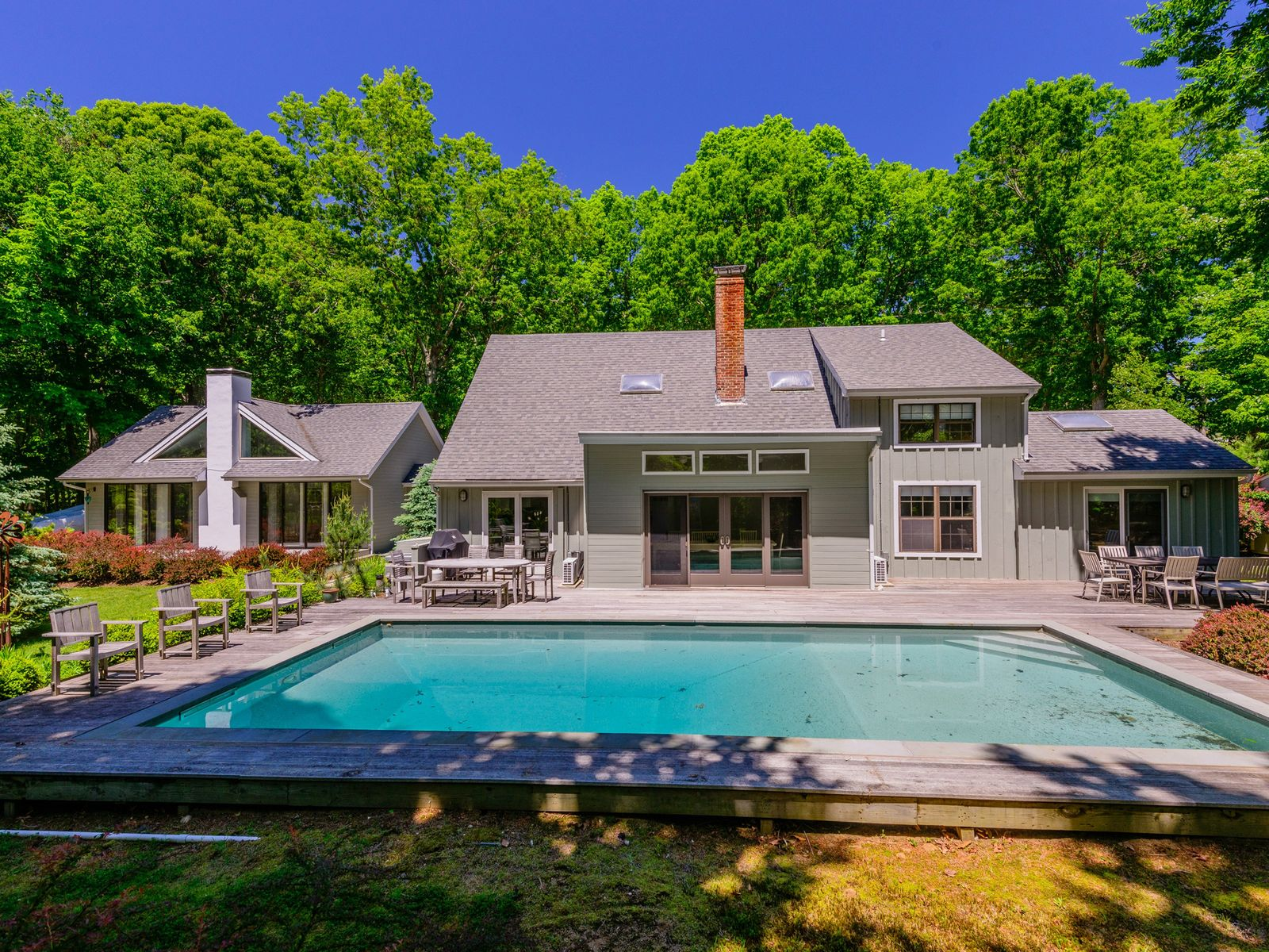 Sprawling Traditional Meets Modern, Sag Harbor NY Single Family Home - Hamptons Real Estate