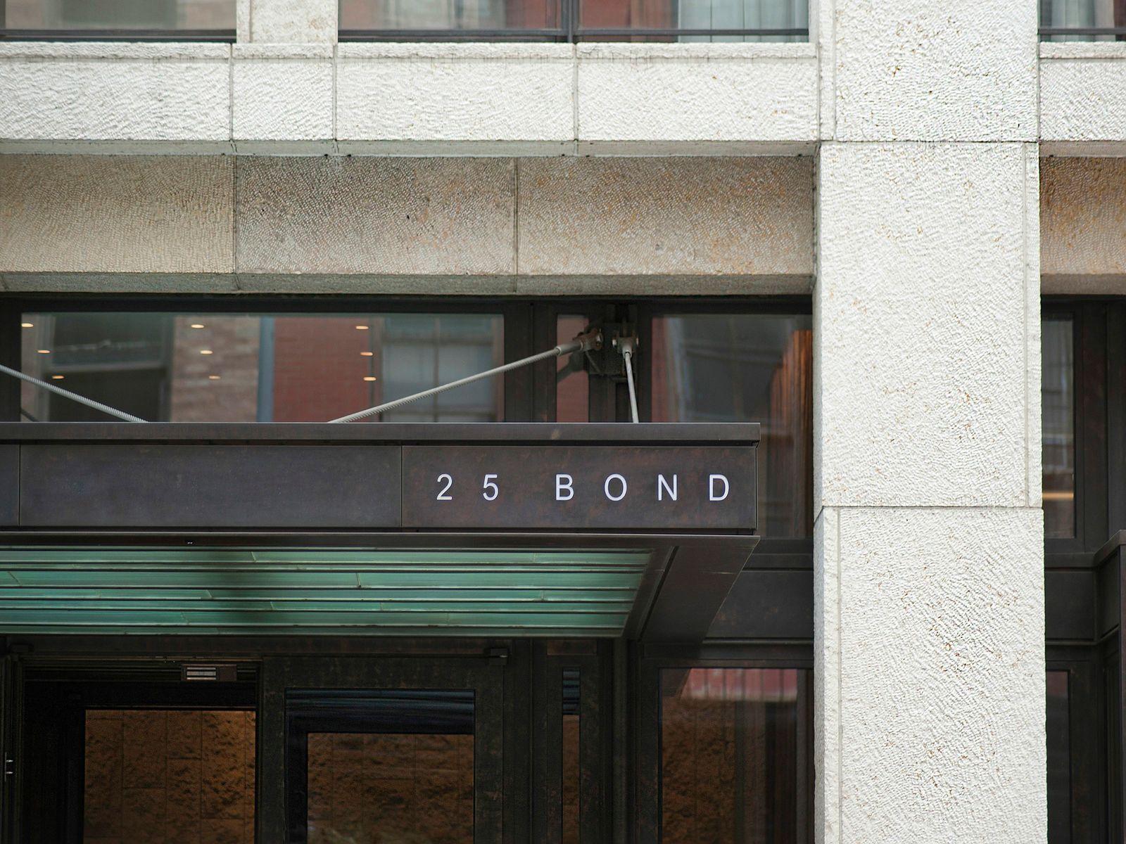 25 Bond Street, 2W