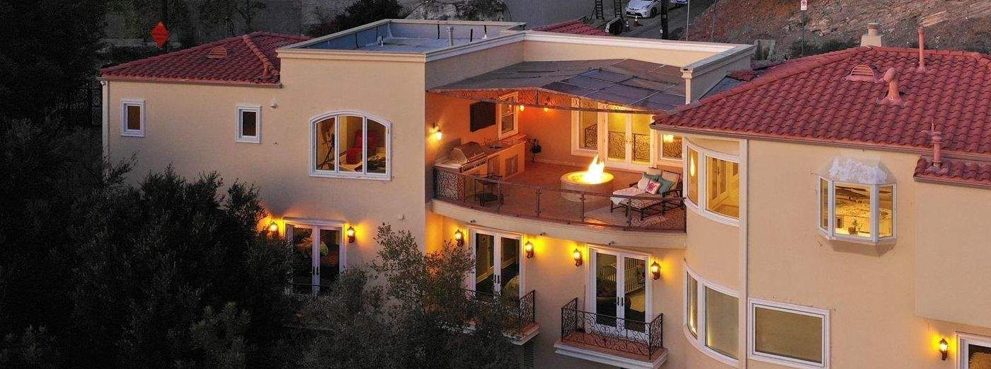 Sleek Custom-Built View Property