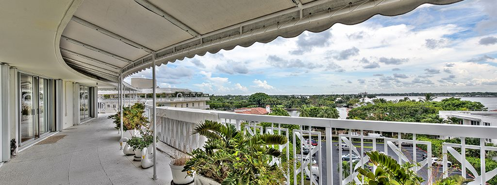 Intracoastal Views - Penthouse Condo